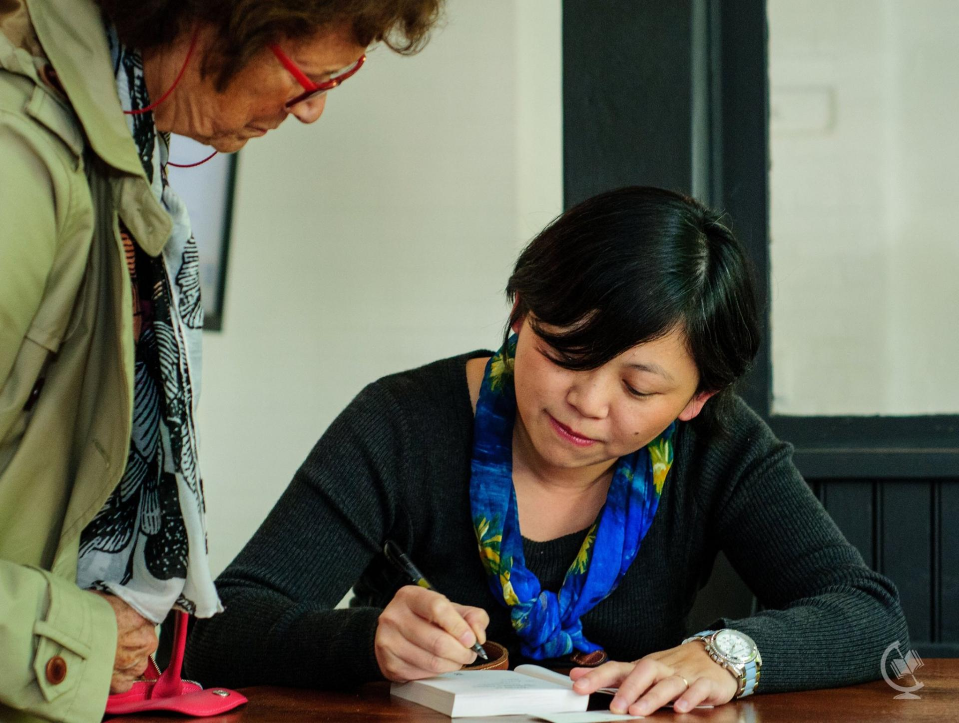 Yiyun Li signs autographs