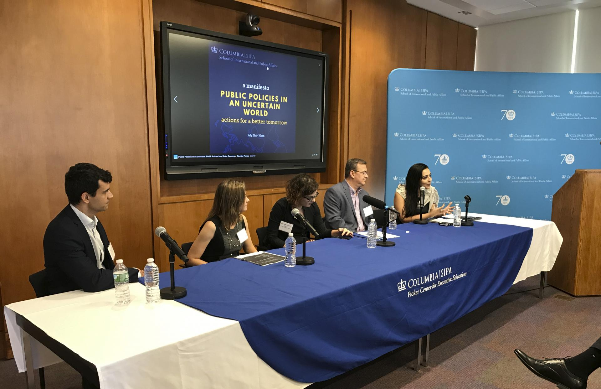 Panel during the Seminar Public Policies in an Uncertain World