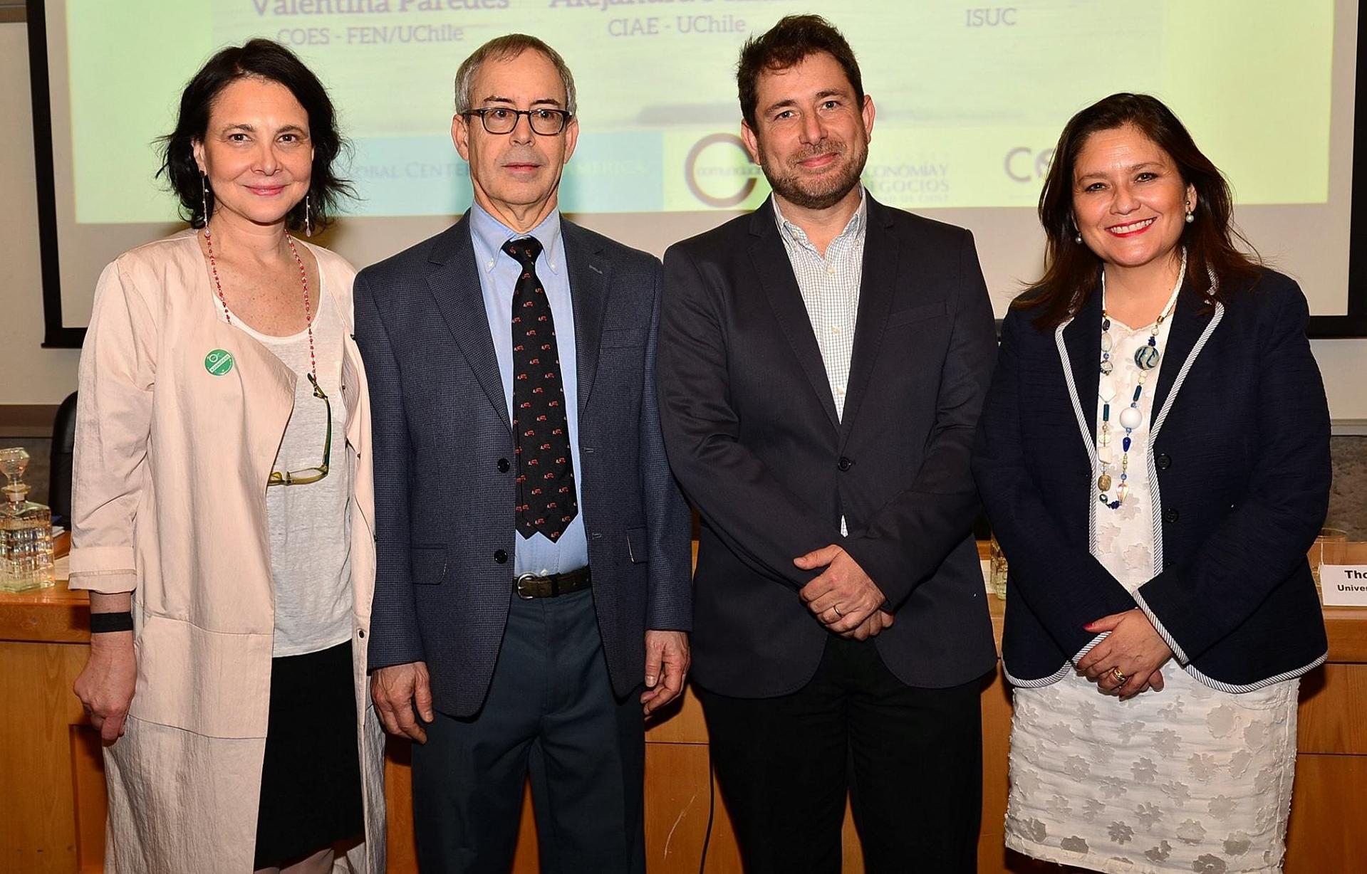 Karen Poniachik (Santiago Global Centers Director), Thomas DiPrete ( Giddins Professor of Sociology, and Co-Director, Institute for Social and Economic Research and Policy at Columbia University) Daniel Hojman (COES) y Alejandra Sepúlveda (ComunidadMujer).